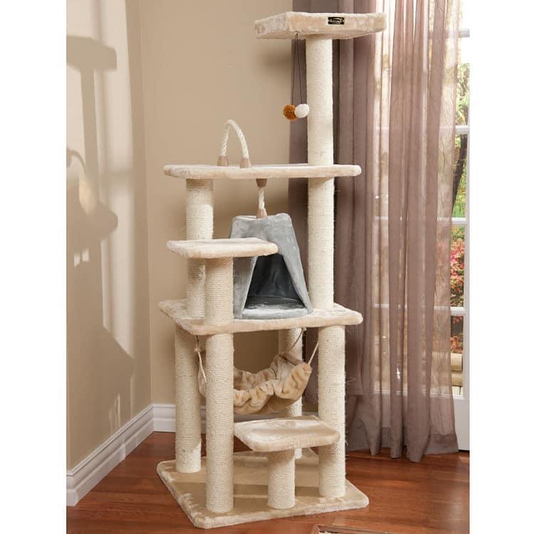 Crea un espacio para tu gato en el que se sienta a salvo, este es un ejemplo de un lugar para escalar